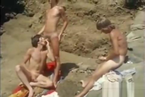 Vintage 70s Surf Boys having a threesome Slut Sex in Lishui