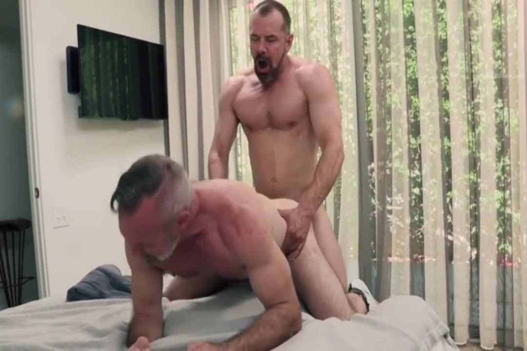 Max and Peter fuck raw Curves Booty Ass