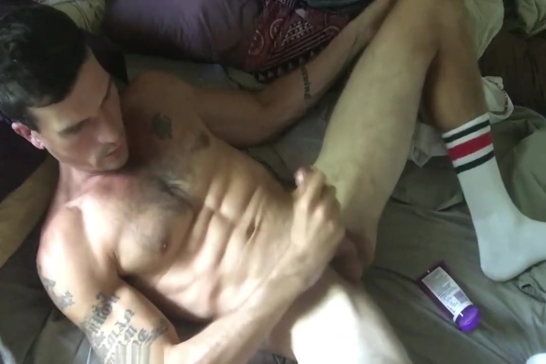 hot guy jerks off Danny Ylde