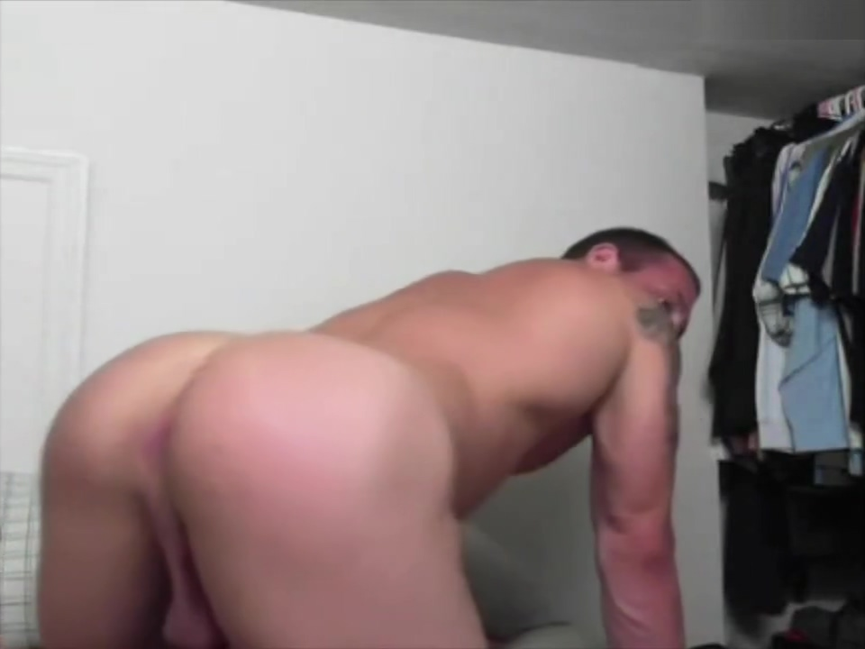 Russian stud jerks off on cam French erotica videos