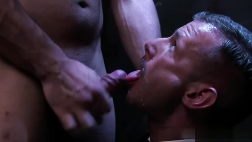 Muscle gay threesome with facial Free live sex cams uk