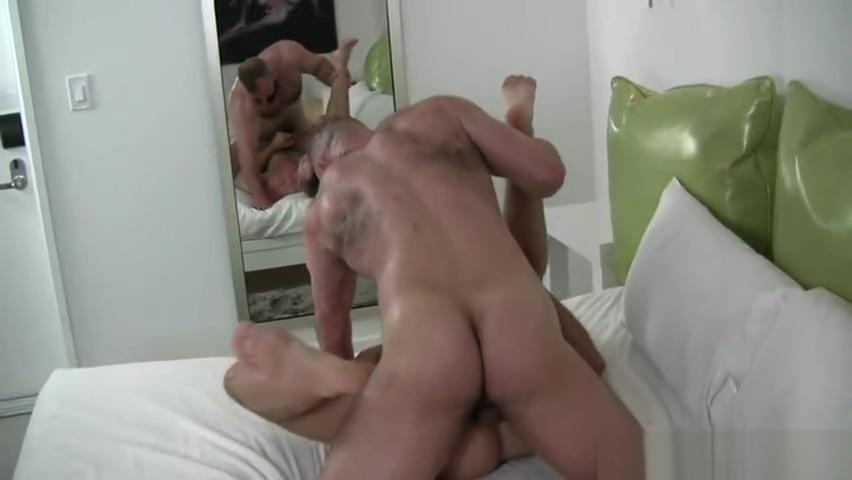 Big Bubble Butt Jese n iwes*Se superhot bear Free gay porn bideo