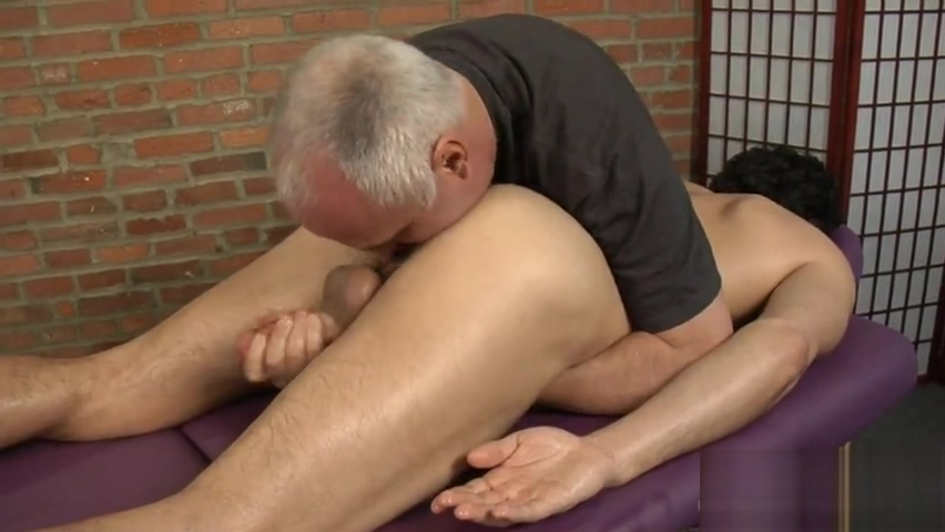 Leo G massaged Hairy pussy sweeties