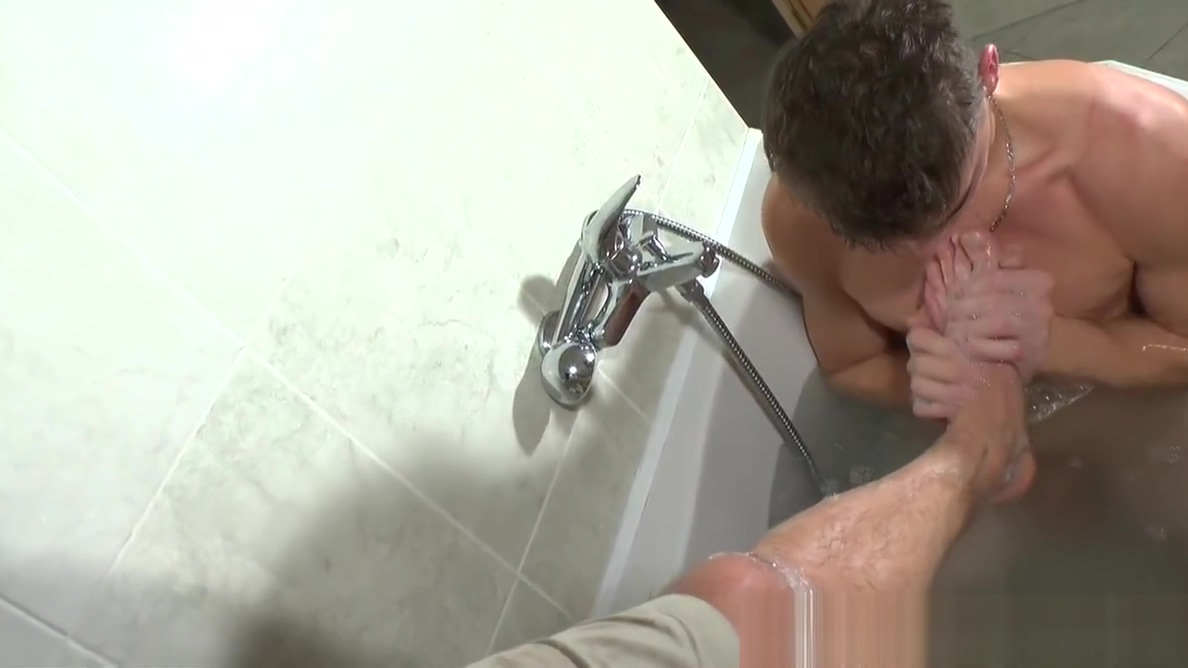 Muscle Boy Gets handjob in the Bath female orgasm compilation videos