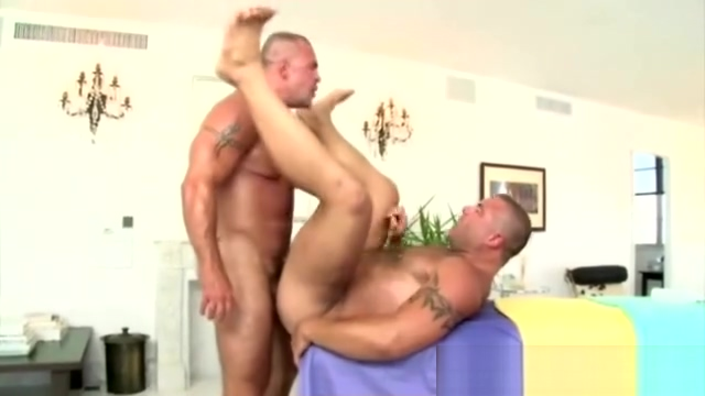 Muscular gay guy gives straight guy a blowjob and gets anal House Wife Fuck Boy