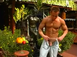 Guy massaging his dick solo Make squirt with cunnilingus organs video
