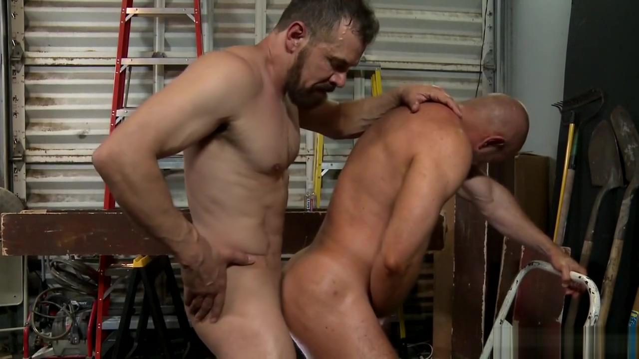 Bosss Big Dick Problem Hot shaved vagina