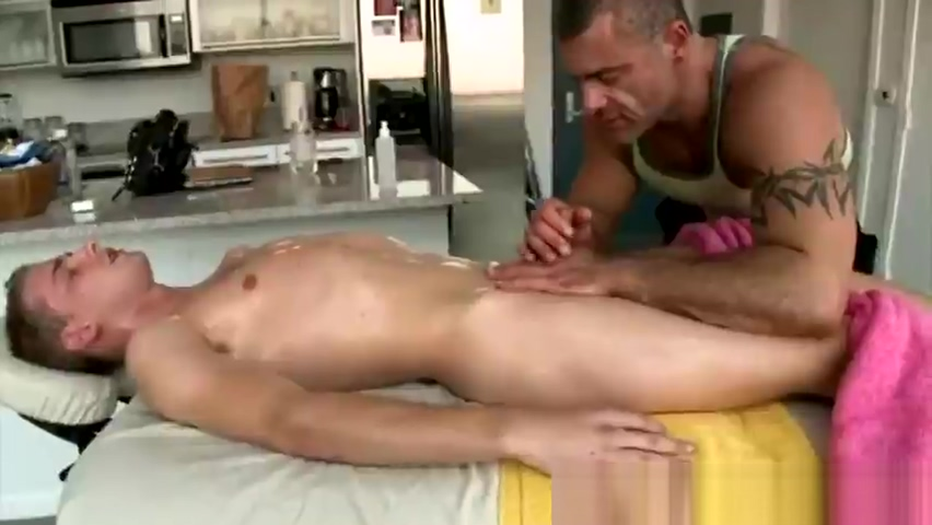 Gay masseur loses control and sucks Spank ther monkey