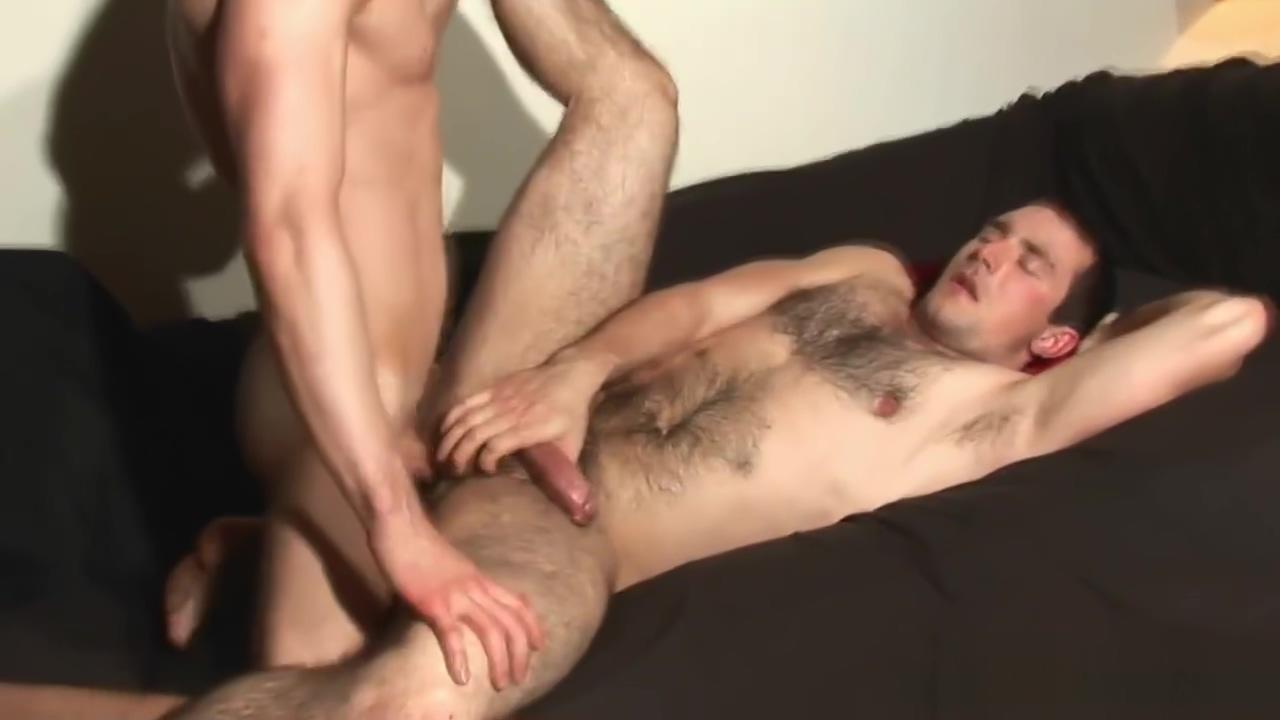 Guy bottoms shemale video 3gp skachat