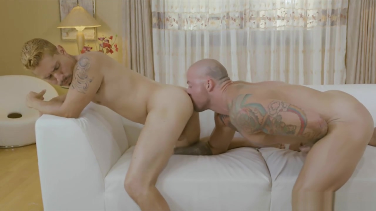 RICHARD XXX Flip Fuckers Workout buddies take turns working each other out butt smell and rubber bondage