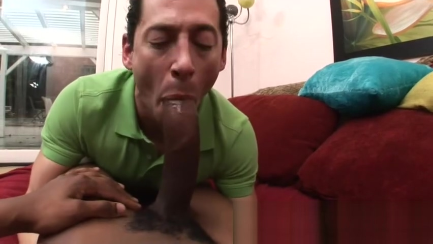 Gay dude meets monster cock and gives blowjob Female gringo
