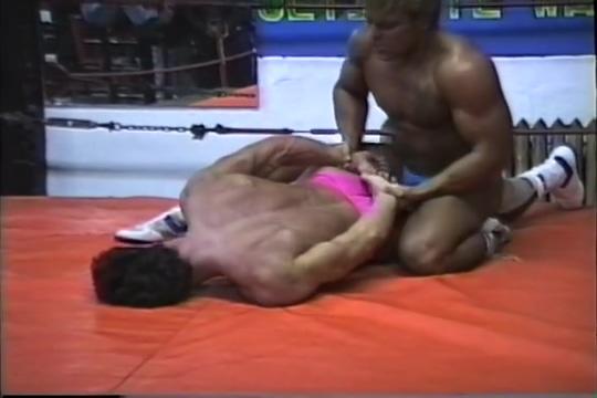 Muscleboy Wrestling Chupando ate gozar