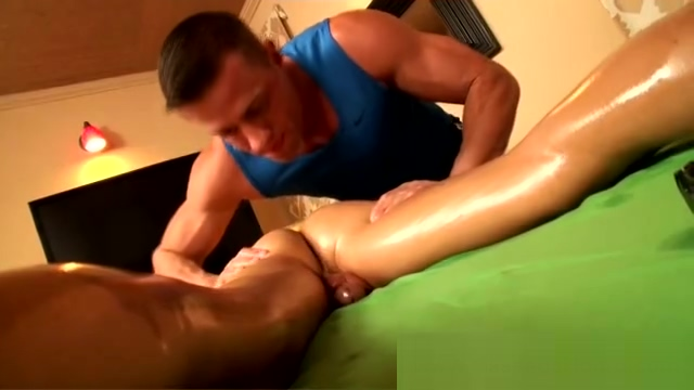 Masseuse accidentally touches his butt girl with really wet pussy