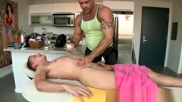 Masseur runs his fingers through ass Pics of dildo in pussy