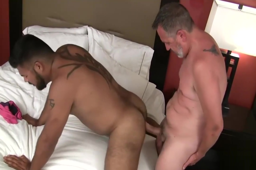 Rico Vegas Raw Fuck Huge cock sucked through glory hole