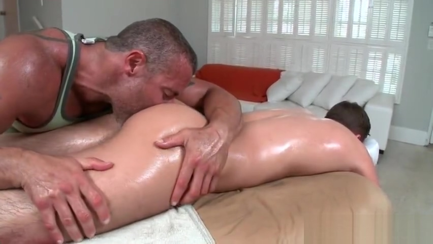 Guy gets best gay massage every part2 fucking a skinny girl