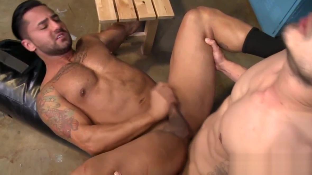 Gay hunk gets ass banged sasha strokes big cock shemale massage parlor at shemale models tube 1