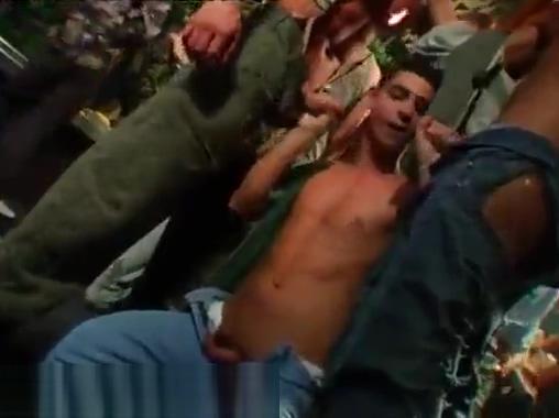 Vu hoi 30 hot girls fucking cock