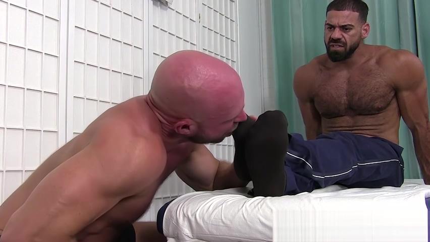 Bald gay masturbates his cock while sucking hunks feet Ebony fucked hard