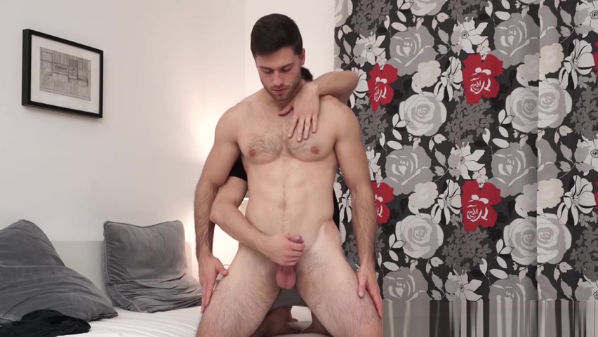 Athletic and ripped Sam Cuthan got an amazing handjob free tenn gay porn
