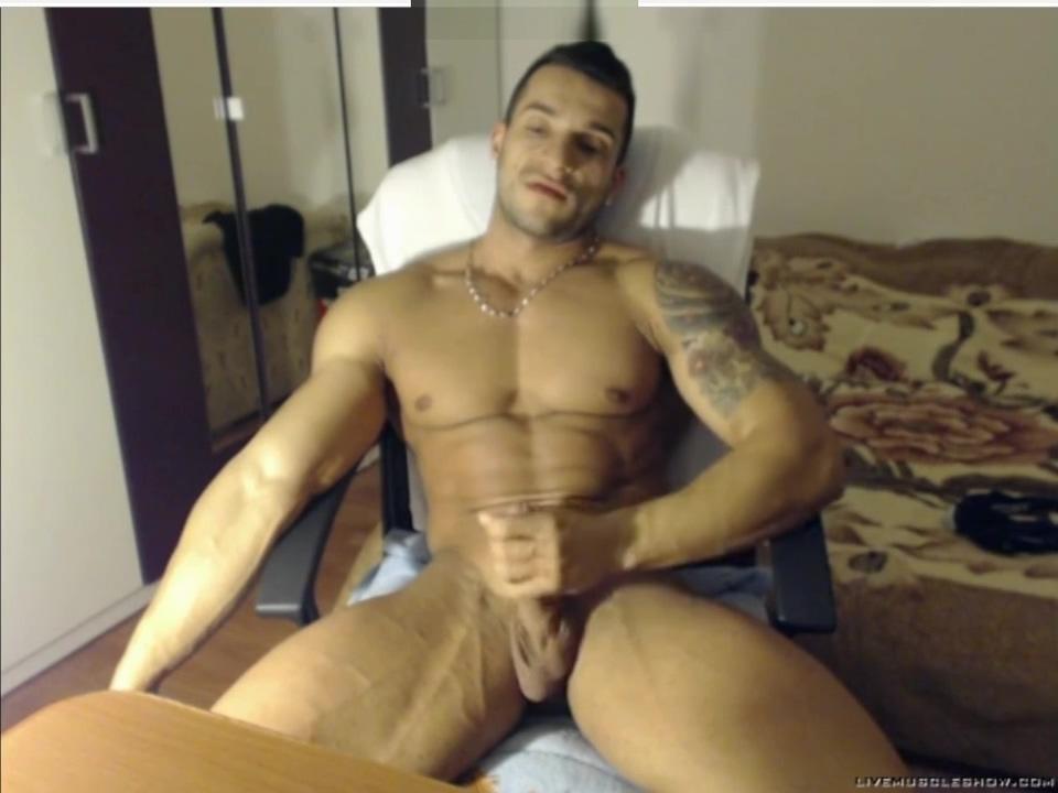 hot bodybuilder cum Cindi Oiled