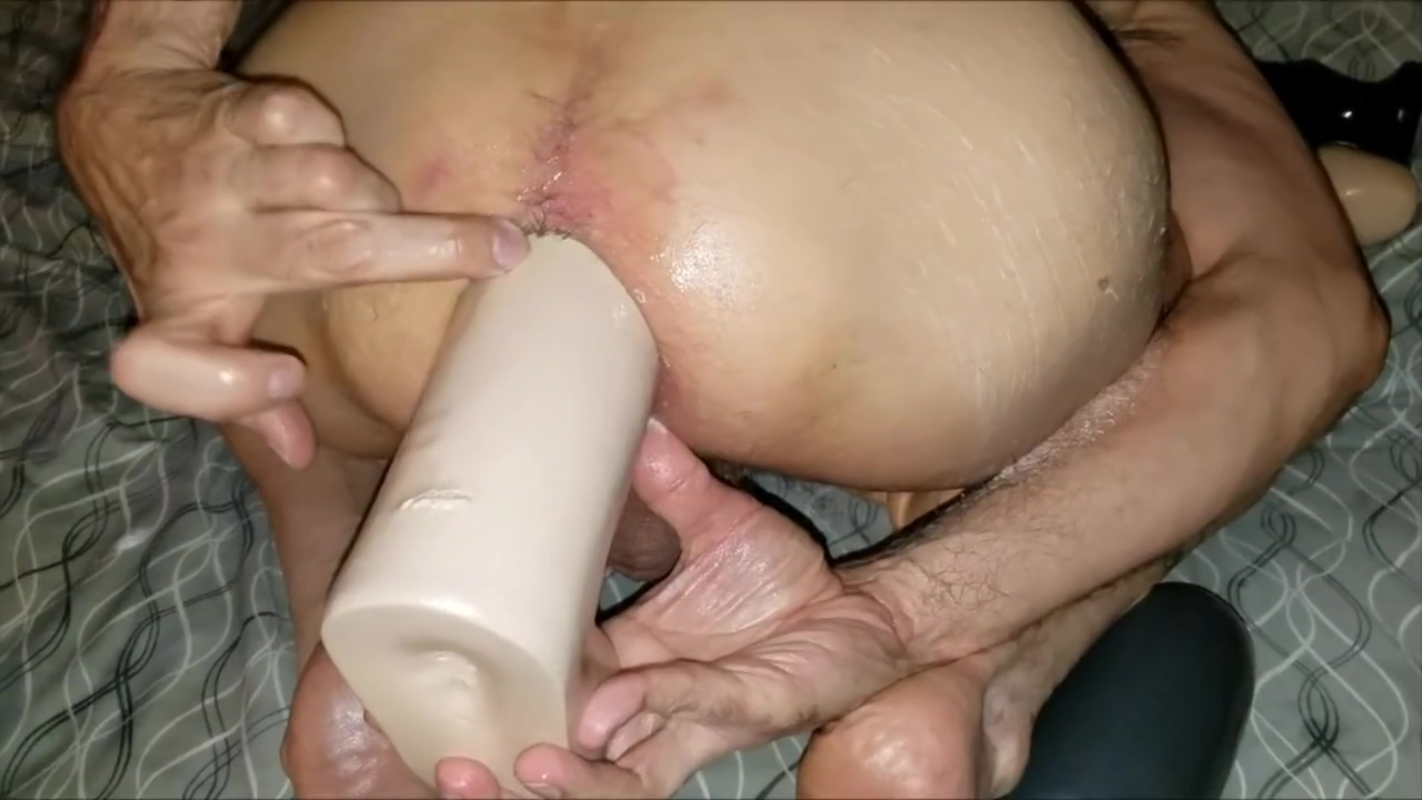 2017-08-03 dan works huge toys in me fuck me grandpa anal