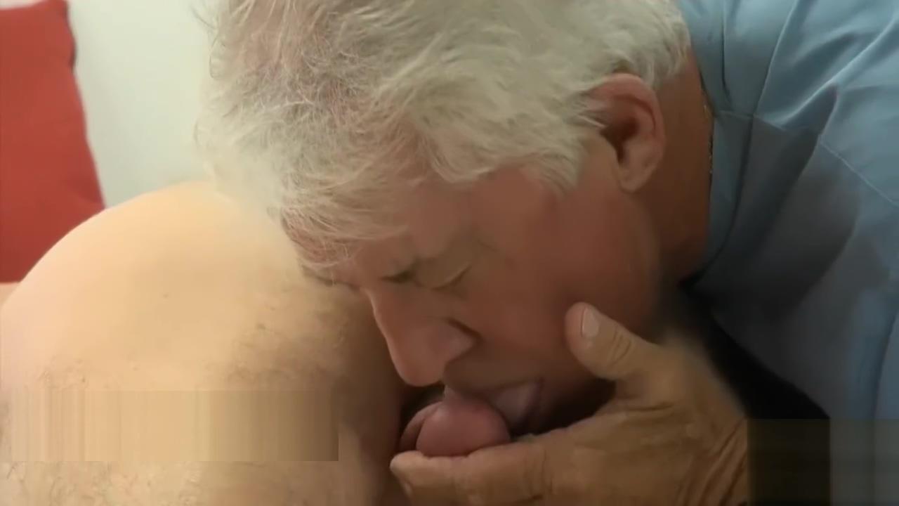 Un joven y un viejo muy calientes Katy mixon real boobs