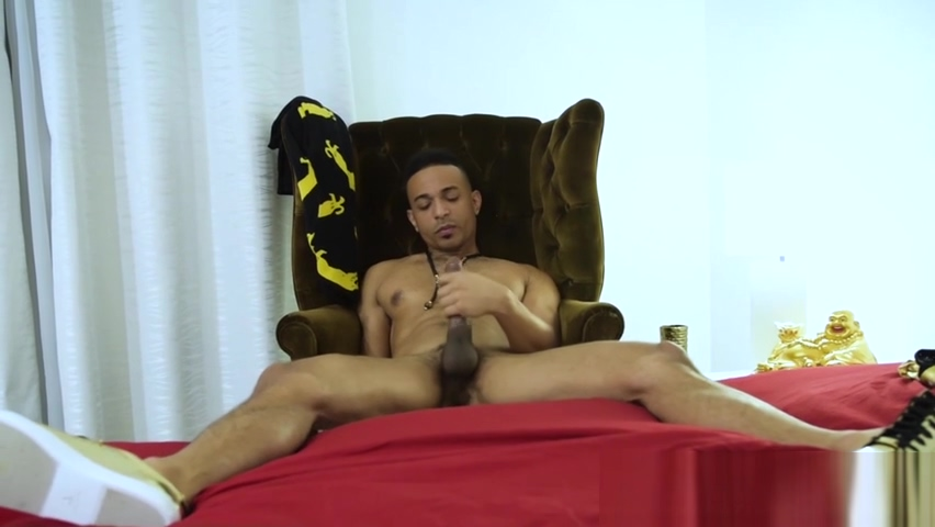 Black stud Zario Travezz solo masturbates his BBC Mature breeding tube