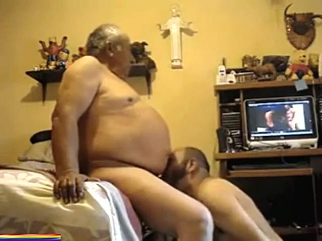 AL ABUELETE LE GUSTA FOLLARME A PELO - HIDDEN CAM.mp4 average naked men