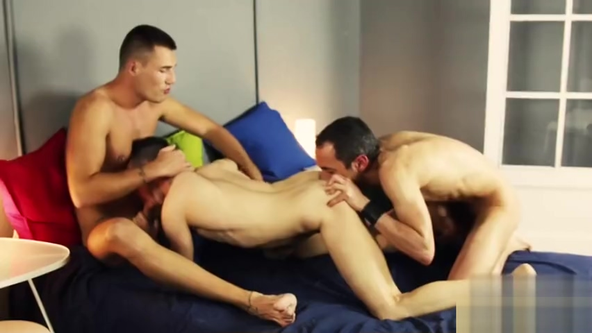 Big dick gay threesome with facial Con Re Dit Me Vo Phim Sex