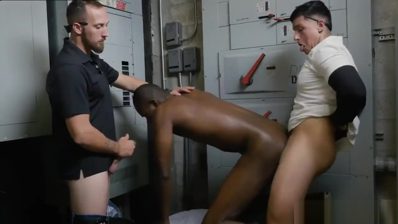 Hairy muscle cop studs gay Shoplifting leads to caboose fucking homme gay nu gratis