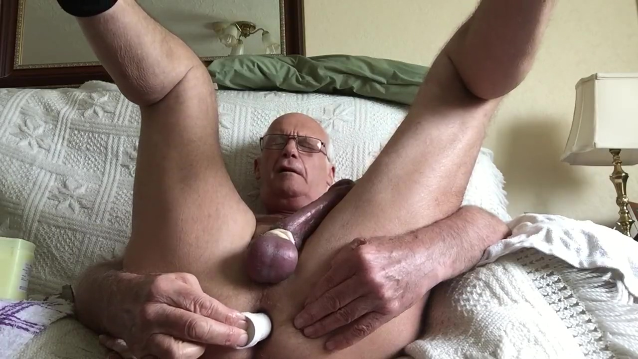 Daddy loves it up him. bald pussy pullout cumshot