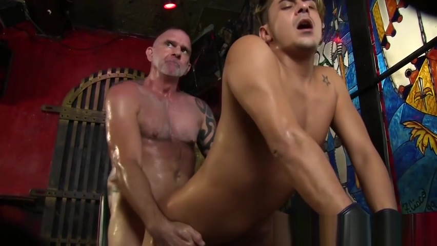 Gorgeous stud barebacked by tattooed older daddy Lexington steele mature threesome
