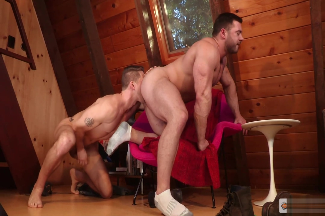 Muscle Giant Derek Bolt bottoms for Roman Todd Amateur thumbs kinky