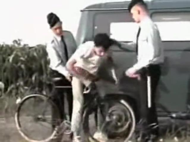 franzosischer fahrradfahrer Ebony hottie Royce pussy stretching