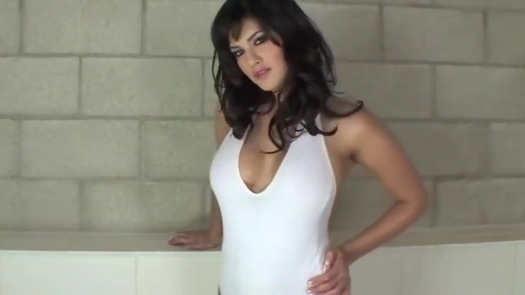 Sunny Leone Takes a Bath - Very Hot sexy vanessa mommy got boobs