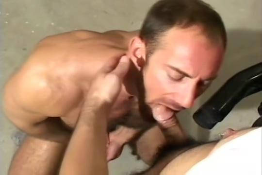 Hairy Muscleman Eric Evans mechanic sex Bbw needs naughty chat friend in Patna