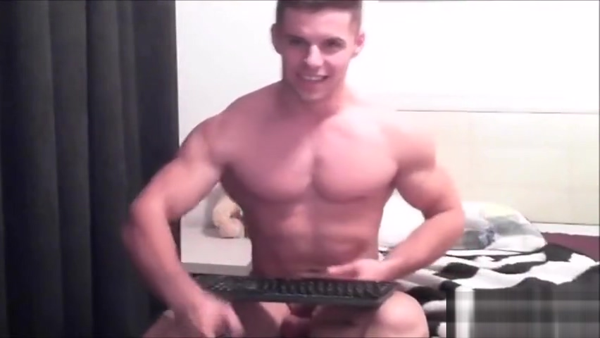 Bodybuilder Flexing sex with yellow bone