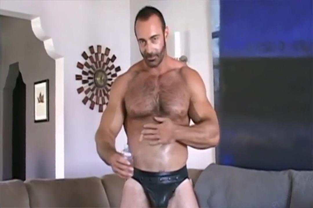 [Sindura Works] Mature Muscle Daddy Brad solo cumshow Horny blue eyes hairy bush blonde
