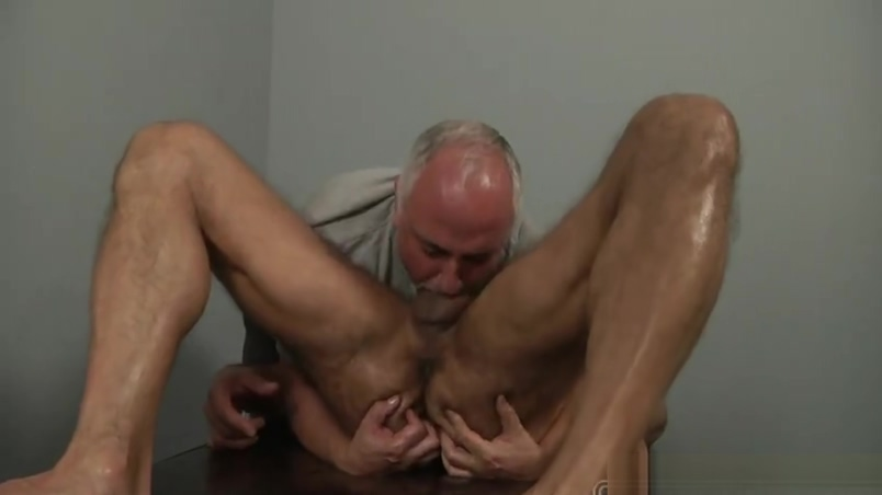 Arpad Miklos gets massaged by Jake Cruise How long did you wait before hookup again