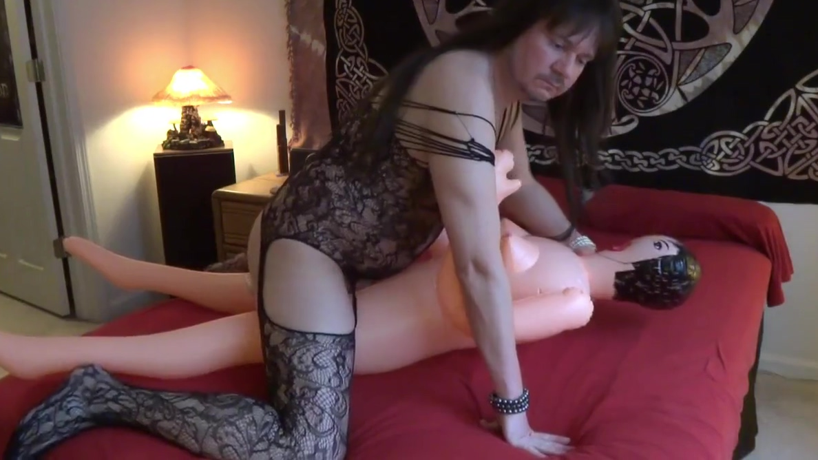 Fucking my doll with a dildo deep in my ass! How to give your boyfriend the best head