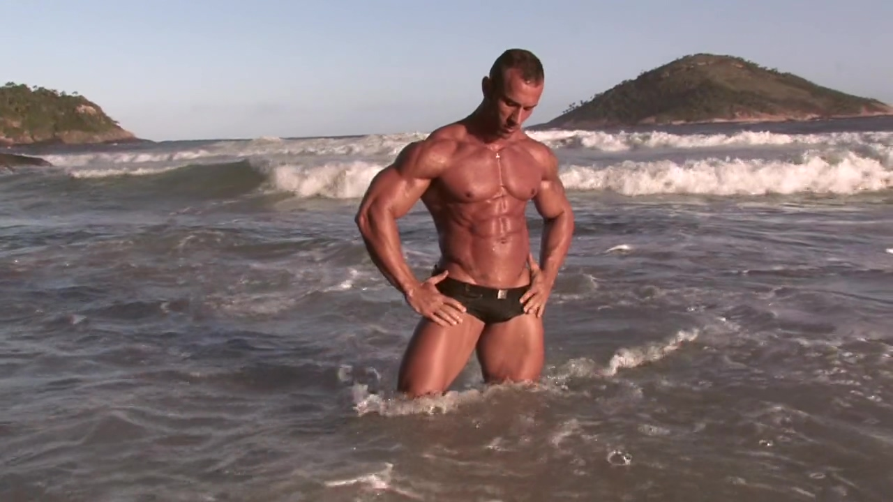 Hot bodybuilder Gianluigi poses on a private beach Big tits blonde pov porn