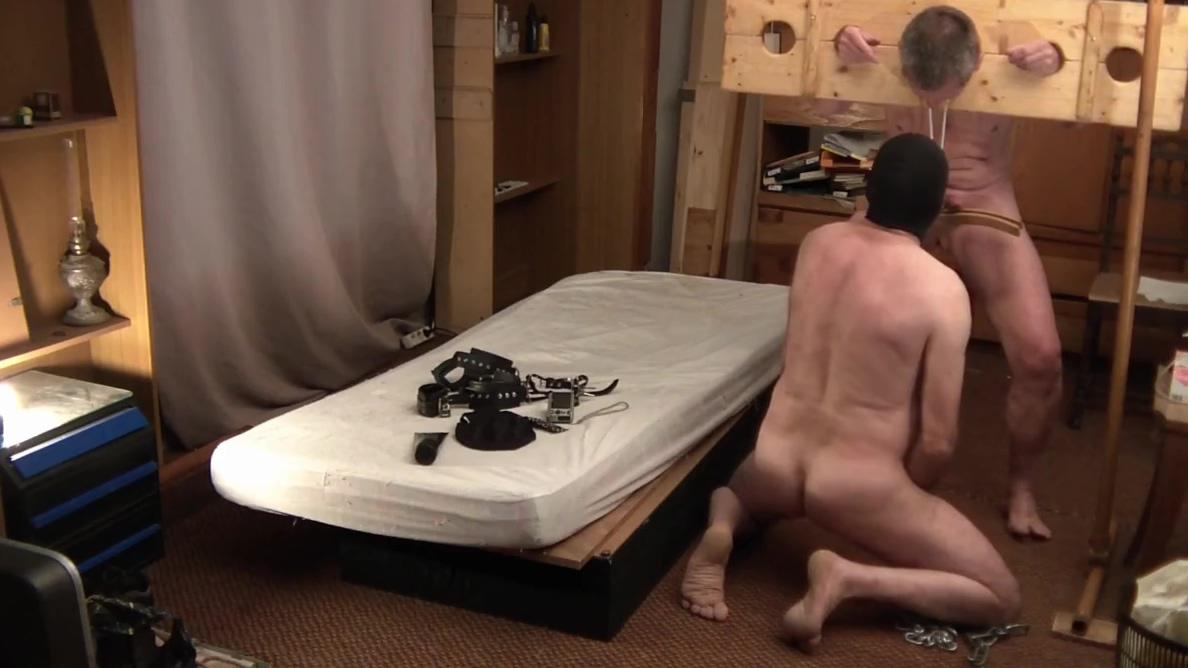 Seance SM avec Maitre Jeandomino Sniffing beautiful feet during handjob porn mobile
