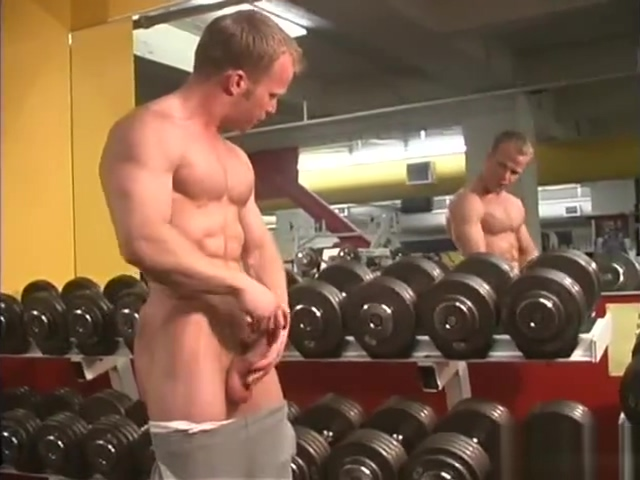 Muscle guy jerks off at the gym Free sex tube videos com