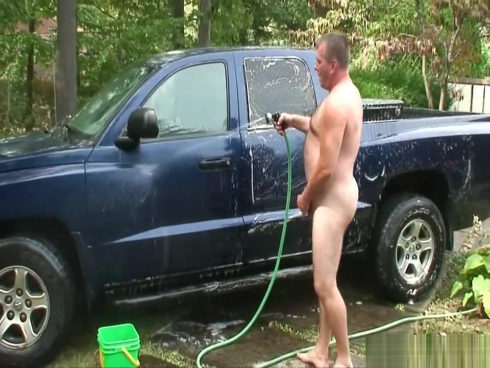 Daddy jerks off after washing his truck Sexo 24h particular en San Pedro