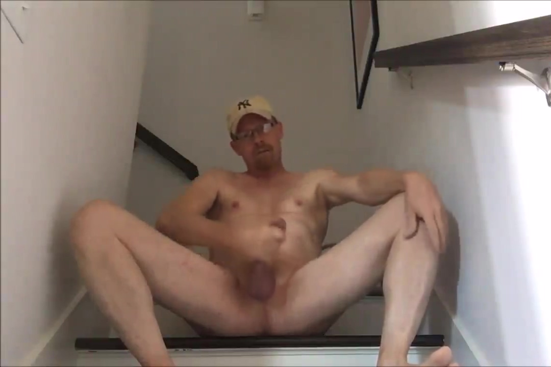 Popperpig08 in the stairwell Stocking cum porn
