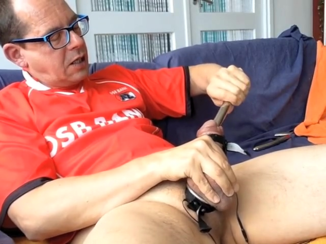 Dutch Sounding Bator in red AZ-soccershirt, HD quality vid. mature fucked mom mouth fat