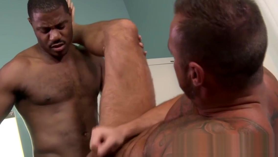 Hung buff dude blacked Black masseuse fucks amateur wife