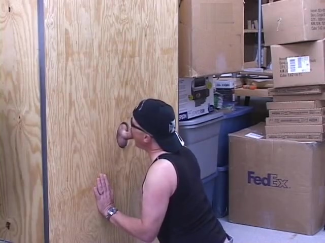 Glory Hole in the Wood Shop - Pig Daddy Productions Mature avec bas coutures