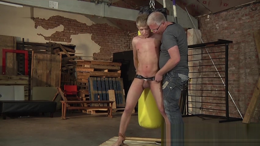 Young slave Chris Jansen tied up and punched by his master Vestidor milf latina 1